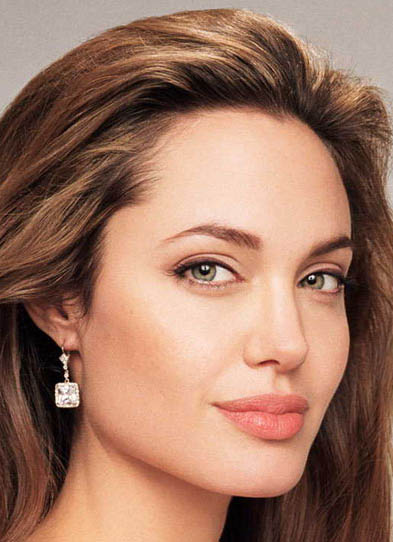 angelina-jolie-hunts-for-apartment-in-new-york